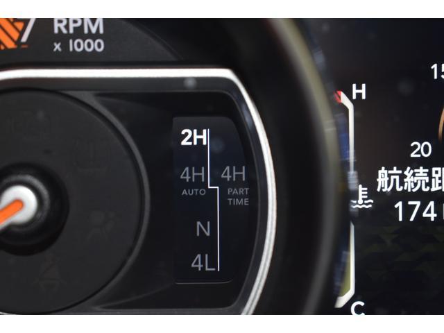 サハラ ワンオーナー車両 LEDヘッドライト LEDフォグライト 18インチアルミホイール ETC2.0 フロントカメラ バックカメラ サイドカメラ SDナビ フルセグ アイドリングストップ(11枚目)