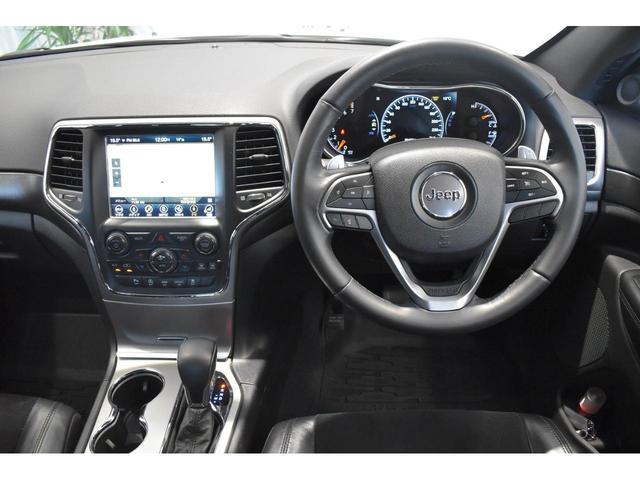 アルティテュード 全国限定135台 HIDヘッドライト LEDフォグライト ハーフレザーシート パワーシート Bluetooth接続 ブラックアクセントJEEPバッジ 純正ブラック20インチAW(7枚目)