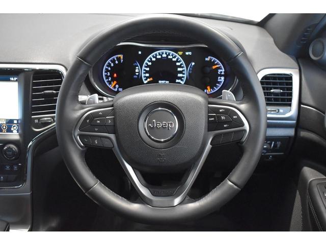 アルティテュード 全国限定135台 HIDヘッドライト LEDフォグライト ハーフレザーシート パワーシート Bluetooth接続 ブラックアクセントJEEPバッジ 純正ブラック20インチAW(8枚目)