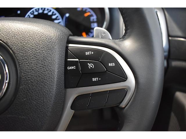 アルティテュード 全国限定135台 HIDヘッドライト LEDフォグライト ハーフレザーシート パワーシート Bluetooth接続 ブラックアクセントJEEPバッジ 純正ブラック20インチAW(11枚目)