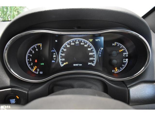 アルティテュード 全国限定135台 HIDヘッドライト LEDフォグライト ハーフレザーシート パワーシート Bluetooth接続 ブラックアクセントJEEPバッジ 純正ブラック20インチAW(12枚目)