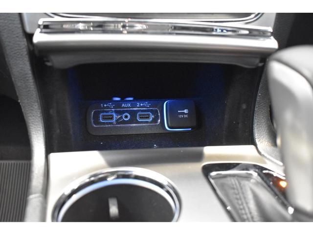 アルティテュード 全国限定135台 HIDヘッドライト LEDフォグライト ハーフレザーシート パワーシート Bluetooth接続 ブラックアクセントJEEPバッジ 純正ブラック20インチAW(19枚目)