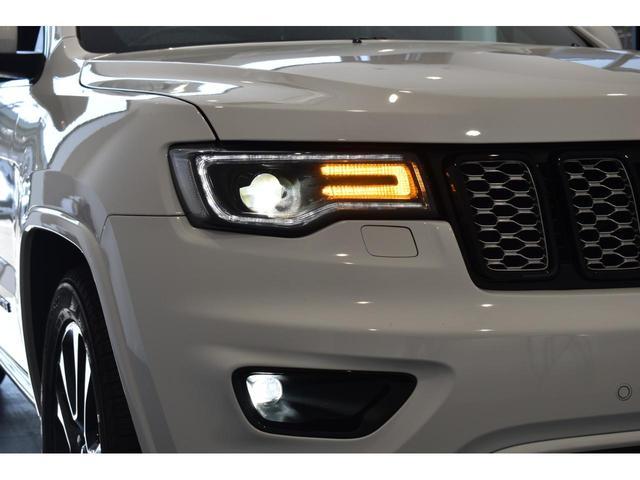 アルティテュード 全国限定135台 HIDヘッドライト LEDフォグライト ハーフレザーシート パワーシート Bluetooth接続 ブラックアクセントJEEPバッジ 純正ブラック20インチAW(32枚目)
