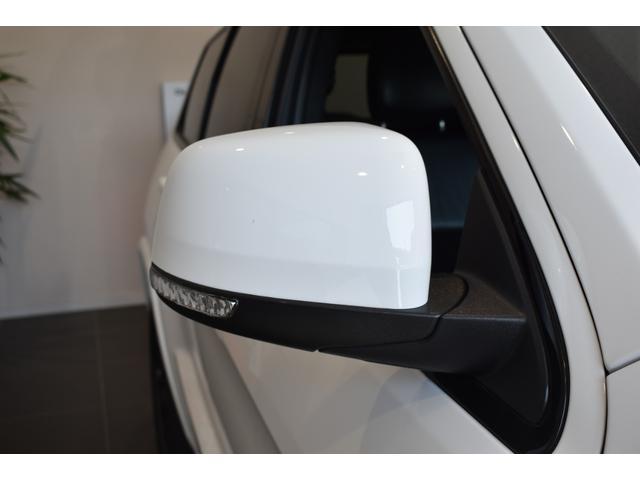 アルティテュード 全国限定135台 HIDヘッドライト LEDフォグライト ハーフレザーシート パワーシート Bluetooth接続 ブラックアクセントJEEPバッジ 純正ブラック20インチAW(44枚目)