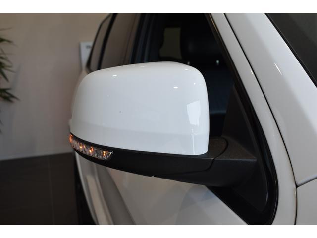 アルティテュード 全国限定135台 HIDヘッドライト LEDフォグライト ハーフレザーシート パワーシート Bluetooth接続 ブラックアクセントJEEPバッジ 純正ブラック20インチAW(45枚目)