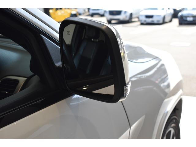 アルティテュード 全国限定135台 HIDヘッドライト LEDフォグライト ハーフレザーシート パワーシート Bluetooth接続 ブラックアクセントJEEPバッジ 純正ブラック20インチAW(46枚目)