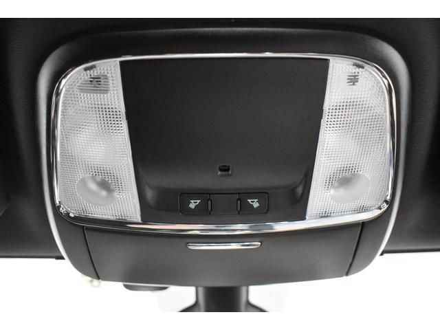 アルティテュード 全国限定135台 HIDヘッドライト LEDフォグライト ハーフレザーシート パワーシート Bluetooth接続 ブラックアクセントJEEPバッジ 純正ブラック20インチAW(57枚目)