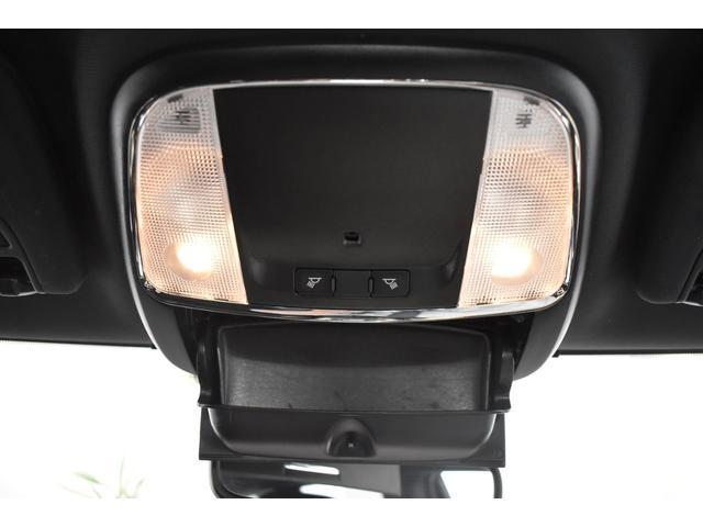 アルティテュード 全国限定135台 HIDヘッドライト LEDフォグライト ハーフレザーシート パワーシート Bluetooth接続 ブラックアクセントJEEPバッジ 純正ブラック20インチAW(58枚目)