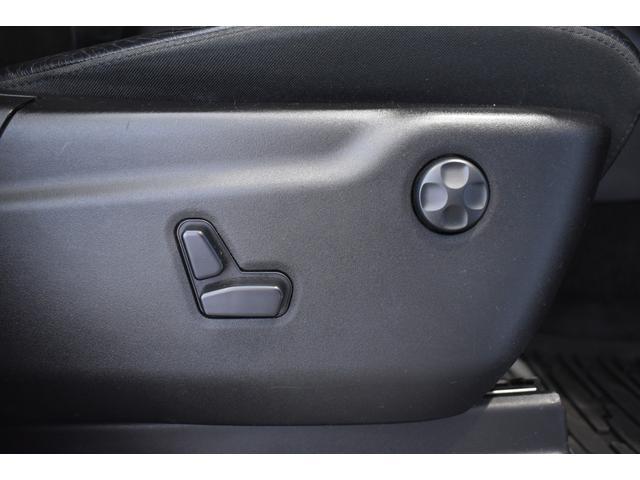 アルティテュード 全国限定135台 HIDヘッドライト LEDフォグライト ハーフレザーシート パワーシート Bluetooth接続 ブラックアクセントJEEPバッジ 純正ブラック20インチAW(59枚目)
