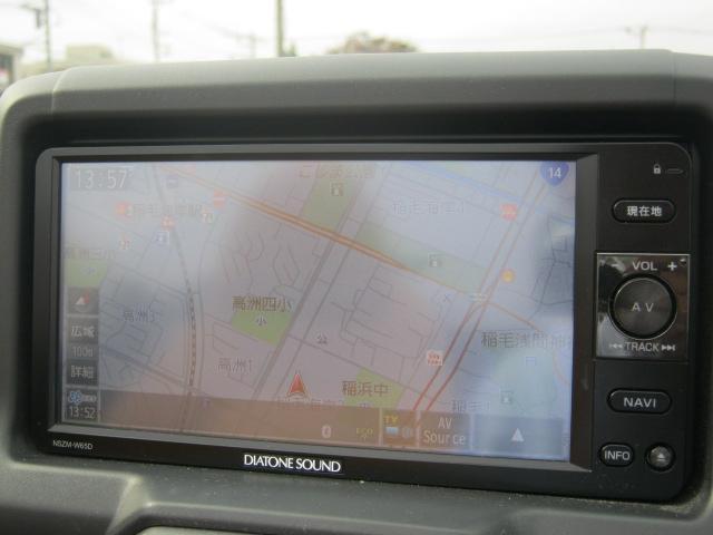 純正のSDナビは地デジにDVD再生までOKですドライブには欠かせない装備ですね!