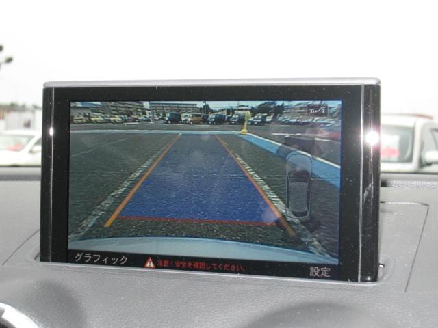 車庫入れ時に効力を発揮する、バックカメラ搭載です!駐車時の最後の仕上げにこちらの画面でご確認くださいませ!