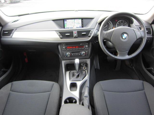 ドイツ車らしい質実剛健な運転席周りです。しっかりとしたハンドルの操作感は高速走行時の安定感が違います!