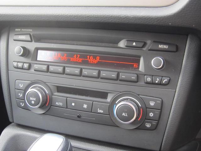 オーディオはCDですがスピーカーの性能も良く高音質!エアコンは左右独立で温度設定が可能で乗員に優しい作りですね