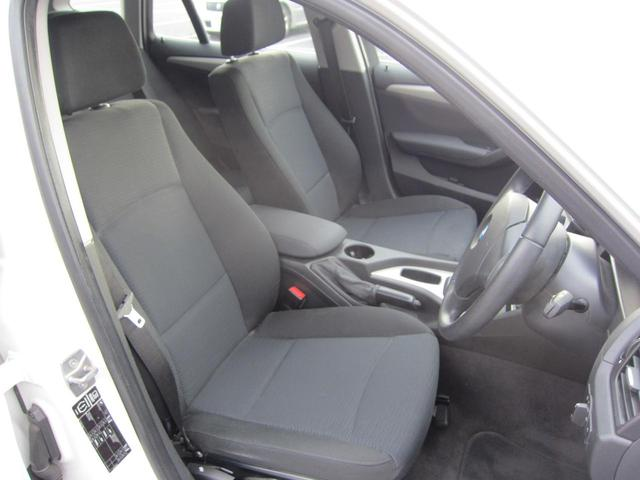しっかりと乗員をサポートする前席のシートは堅めですが、長時間座っていても疲れにくさが実感できます!