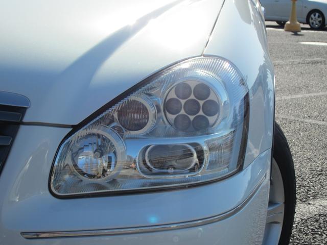 ヘッドライトは複眼式の「バルカンヘッド」の採用です!ステアリングに連動してライトが動き行先を照らすことができます。