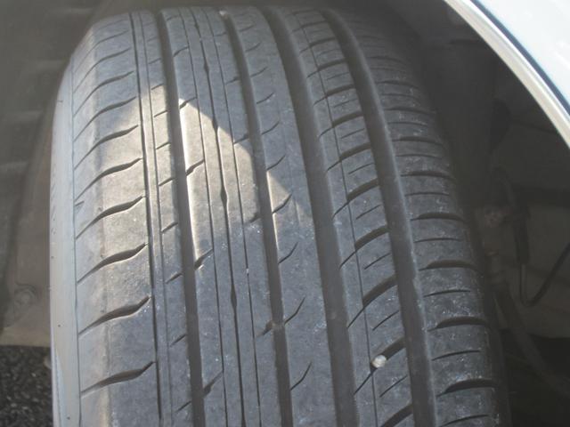 タイヤの溝はまだまだ十分です。冬の時期にはスタッドレスタイヤへの履き替えなどもお気軽にご相談下さい!