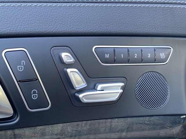 革巻きステアリング。高級車の定番装備で、スタイリッシュな雰囲気もいいですが、やっぱり握り心地が良いですよね。