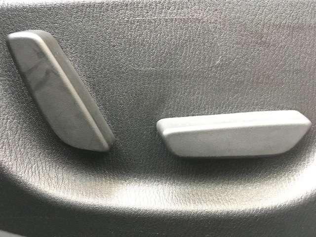 【パワーシート】 ボタン一つでシートを好きな位置に調整できます!