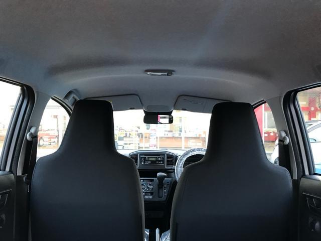 新設計のフロントシートによりヒップポイントを下げ頭上空間のゆとりと前方視界を広げました