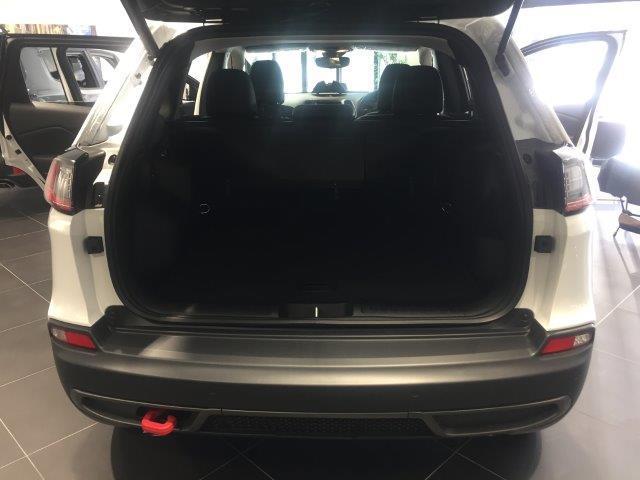 トレイルホーク 登録済未使用車 新型2.0Lターボ ハーフ革(16枚目)
