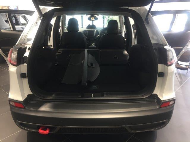 トレイルホーク 登録済未使用車 新型2.0Lターボ ハーフ革(17枚目)