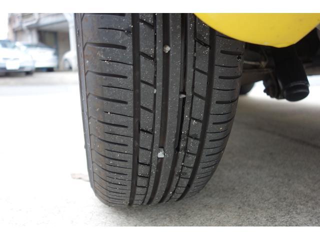 タイヤの溝はタップリ残ってます。
