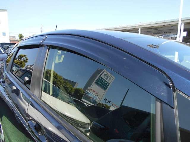 ドアバイザーも付いていますので、雨の日も安心です!! 小雨時にもウィンドウガラスを少し開けて車内の喚起ができるので便利なアイテムですね(^0^)/
