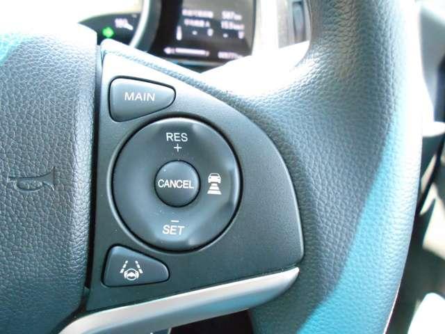 ≪ACC(アダプティブ・クルーズ・コントロール)≫アクセルを踏まずに設定した車速を保つクルーズコントロールに、前走車を検知する機能を追加。高速道路等で車速と車間を適切に制御することを支援します。