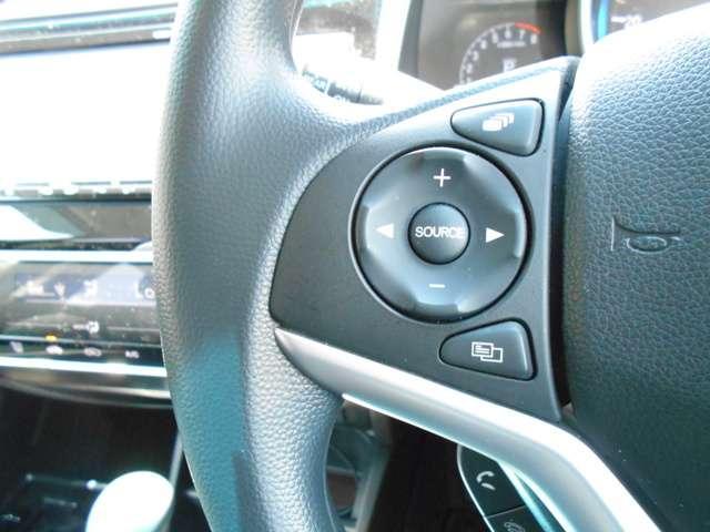 ハンドルにオーディオの操作スイッチが装備されています。ハンドルから手を離さずに操作できるのでとっても安全です(*^-^*)