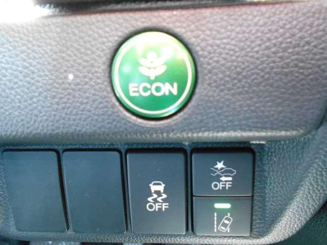 見るだけで色々な装置が付いていることが分かります(笑)!衝突軽減ブレーキから車線逸脱防止装置まで至れり尽くせりの1台ではないでしょうか♪