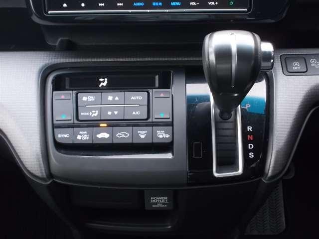スパーダ ホンダ認定中古車 バックカメラ メモリーナビ フルセグTV ブルートゥース ETC車載器 スマートキー 3列シート ウォークスルー 両側スライド片側電動ドア LEDヘッドライト ワンオーナー(12枚目)