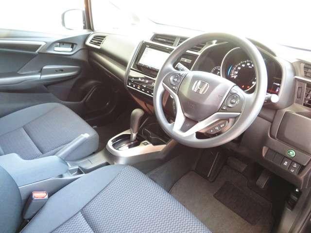 ホンダ車ならではのスポーティーなインパネ周りで操作性はシンプルで扱いやすいです!!