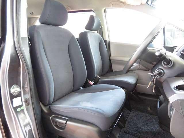 フロントシートは大型シート♪低反発の柔らかさをもたらした厚みのあるクションでゆったり快適にお座り頂けます!!