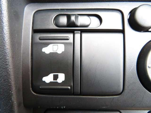 【左電動スライドドア】力を入れずにラクラクドア開閉♪左側電動スライドドア装備車両◎右側スライドドアは手動開閉です。狭い駐車場での乗り降りもラクラク♪挟み込み防止機構装備でお子様の乗り降りも安心です◎