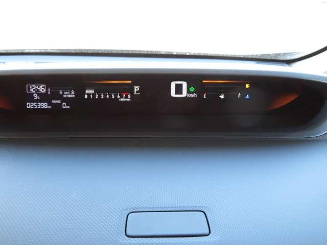 メーターはインテリアの上部にあり運転中でも視線移動が少なく安全です☆☆☆