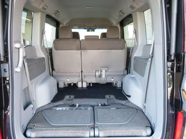 サードシートはラゲッジ下部へ格納可能です◎ラゲッジスペースも広々お使いいただけます!!お仕事から行楽までアクティブに動かれるお客様の強い見方です!!