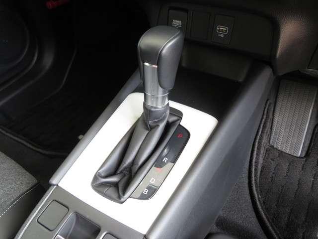 e:HEVホーム デモカー 運転支援 ホンダ認定中古車 Bluetooth対応ナビ 障害物センサー クルーズコントロール ETC LEDヘッドライト リアカメラ オートマチックハイビーム(14枚目)