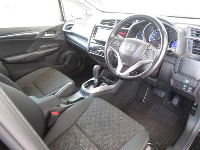 13G・Sパッケージ Bluetooth対応ナビ ドラレコ ホンダ認定中古車 クルーズコントロール LEDヘッドライト 純正AW ETC(9枚目)