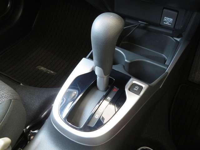 13G・Sパッケージ Bluetooth対応ナビ ドラレコ ホンダ認定中古車 クルーズコントロール LEDヘッドライト 純正AW ETC(14枚目)