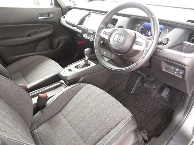 e:HEVホーム デモカー Bluetooth対応ナビ ドライブレコーダー フルセグTV 運転支援 認定中古車 クルーズコントロール ETC オートマチックハイビーム コーナーセンサー(9枚目)