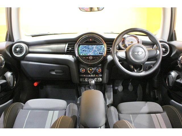 クーパーS 6MT ワンオーナー ナビ LEDヘッドライト フォグ Bluetooth通話&音楽再生 アイドリングストップ 17インチAW クローム外装 アームレスト スポーツシート 保証書記録簿あり(3枚目)