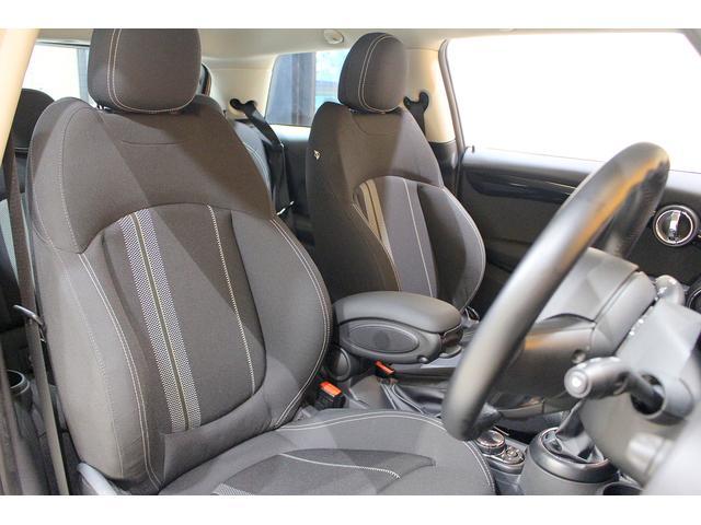 クーパーS 6MT ワンオーナー ナビ LEDヘッドライト フォグ Bluetooth通話&音楽再生 アイドリングストップ 17インチAW クローム外装 アームレスト スポーツシート 保証書記録簿あり(4枚目)