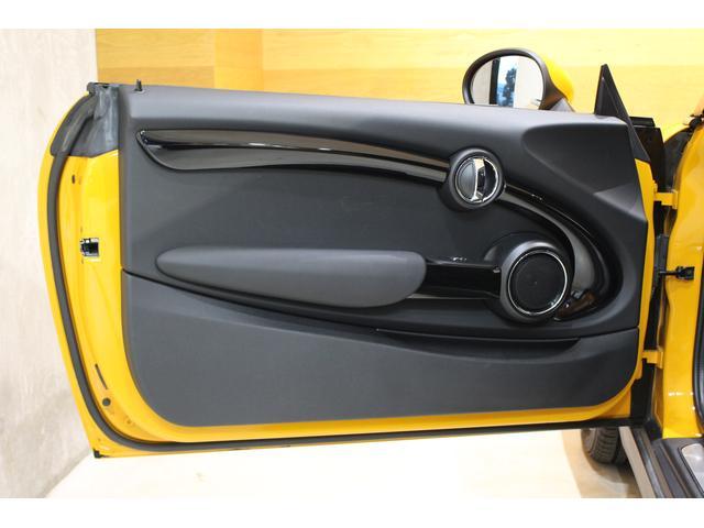 クーパーS 6MT ワンオーナー ナビ LEDヘッドライト フォグ Bluetooth通話&音楽再生 アイドリングストップ 17インチAW クローム外装 アームレスト スポーツシート 保証書記録簿あり(12枚目)
