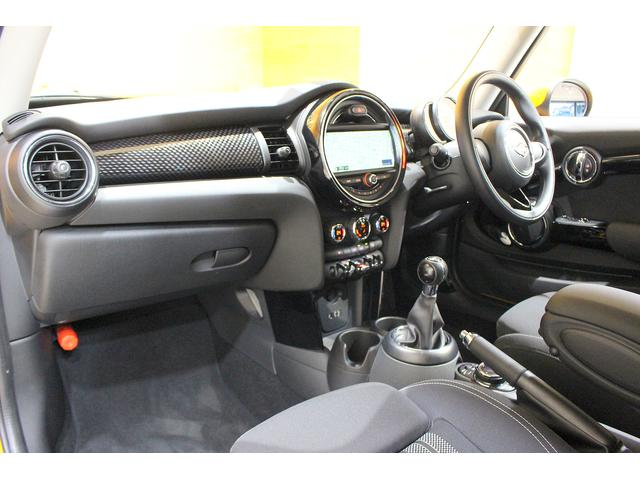 クーパーS 6MT ワンオーナー ナビ LEDヘッドライト フォグ Bluetooth通話&音楽再生 アイドリングストップ 17インチAW クローム外装 アームレスト スポーツシート 保証書記録簿あり(13枚目)