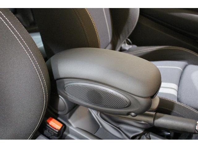 クーパーS 6MT ワンオーナー ナビ LEDヘッドライト フォグ Bluetooth通話&音楽再生 アイドリングストップ 17インチAW クローム外装 アームレスト スポーツシート 保証書記録簿あり(36枚目)