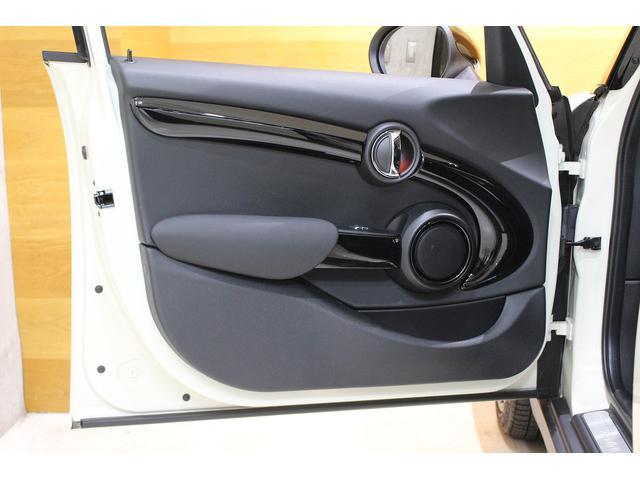 クーパーS カバナシート ナビ バックカメラ PDC クルコン ドライビングモード ドラレコ コンフォートA JCWステアリング パドルシフト 17インチAW  ETC内蔵ミラー オートLED ディーラー記録簿(12枚目)