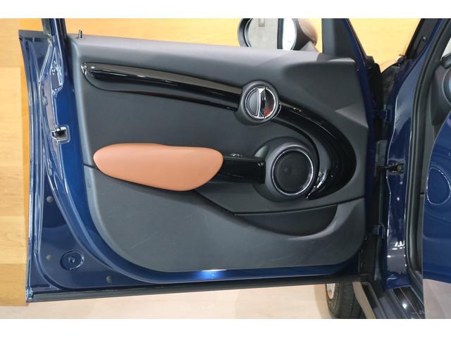 クーパーSD セブン ワンオーナー 限定車 ハーフレザーシート 専用17インチAW 純正ナビ Bカメラ PDC コンフォートアクセス LEDヘッドライト クロームエクステリア ETCミラー 保証書 ディーラー記録簿完備(12枚目)