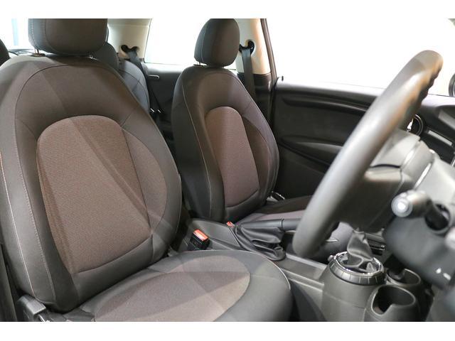 ワン 6速マニュアル ドライビングモード オートエアコン ETC フォグランプ クロームラインエクステリア 純正オーディオ AUX&USB接続 15インチAW ルーフバイザー ディーラー記録簿(4枚目)