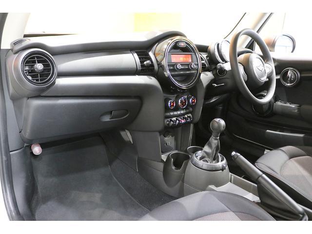 ワン 6速マニュアル ドライビングモード オートエアコン ETC フォグランプ クロームラインエクステリア 純正オーディオ AUX&USB接続 15インチAW ルーフバイザー ディーラー記録簿(13枚目)
