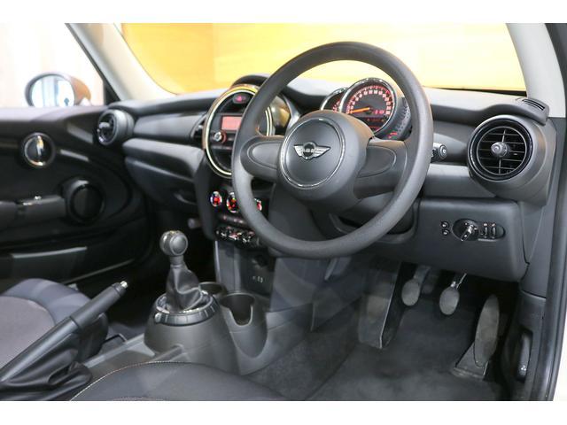 ワン 6速マニュアル ドライビングモード オートエアコン ETC フォグランプ クロームラインエクステリア 純正オーディオ AUX&USB接続 15インチAW ルーフバイザー ディーラー記録簿(14枚目)